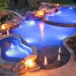 Освещение искусственно созданного водоема на даче